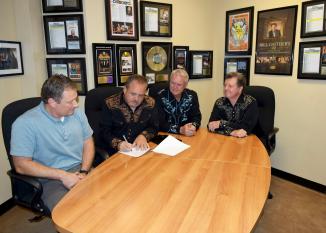 Johnny Minick326 signing
